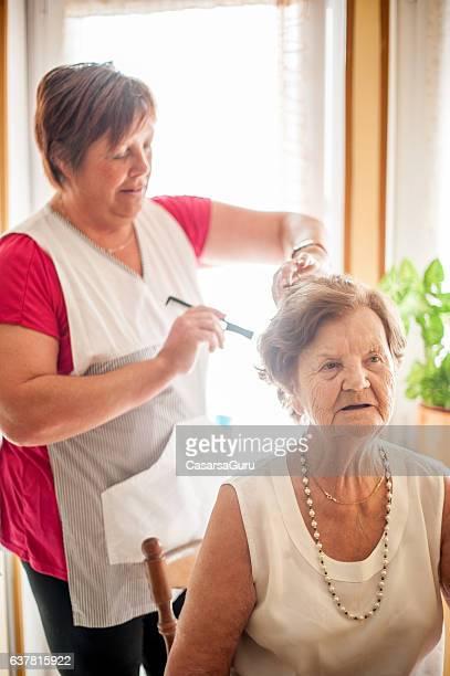 elderly home care service by a caregiver - 80 89 años fotografías e imágenes de stock