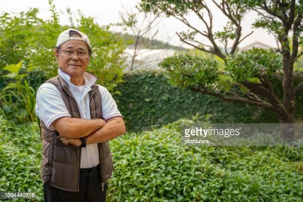 年配の男性は自信に満ちています。 - 60代 ストックフォトと画像