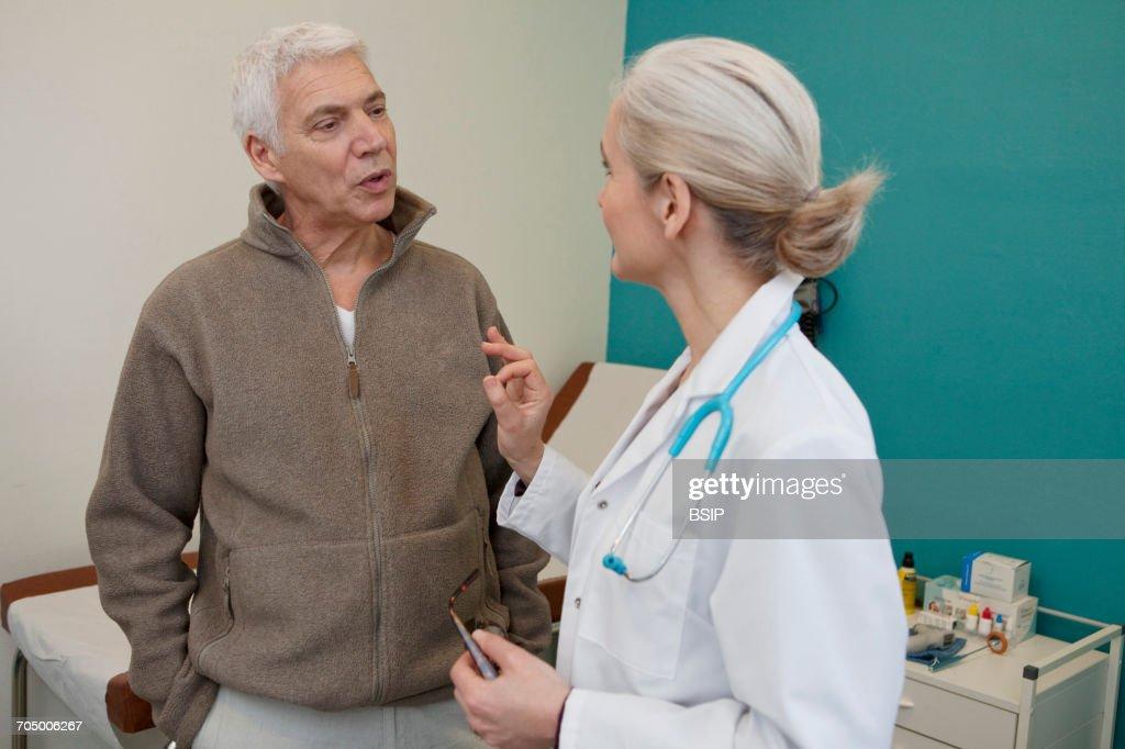 Elderly p. consulting, dialogue : Stock Photo