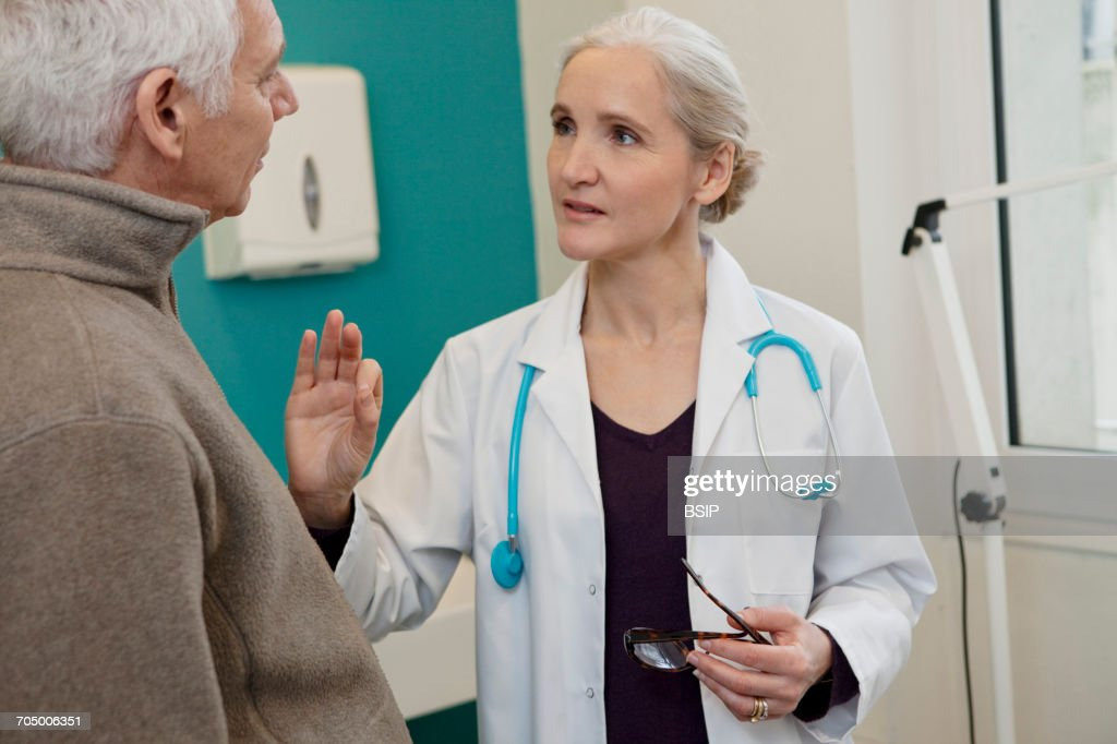 Elderly p. consulting, dialogue : Stock Photo