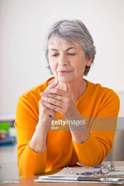 Elderly pers. with painful hand