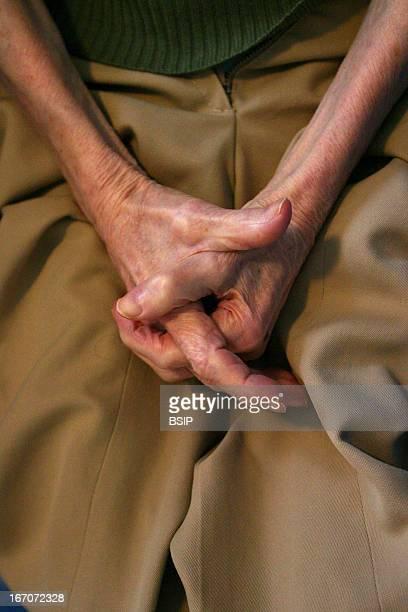 Elderly person hand, La vieillesse en France GRENOUILLET HUGUETTE.