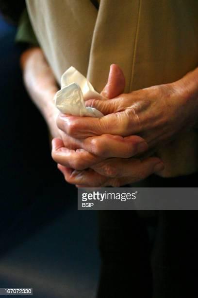 Elderly person hand, La vieillesse en France.