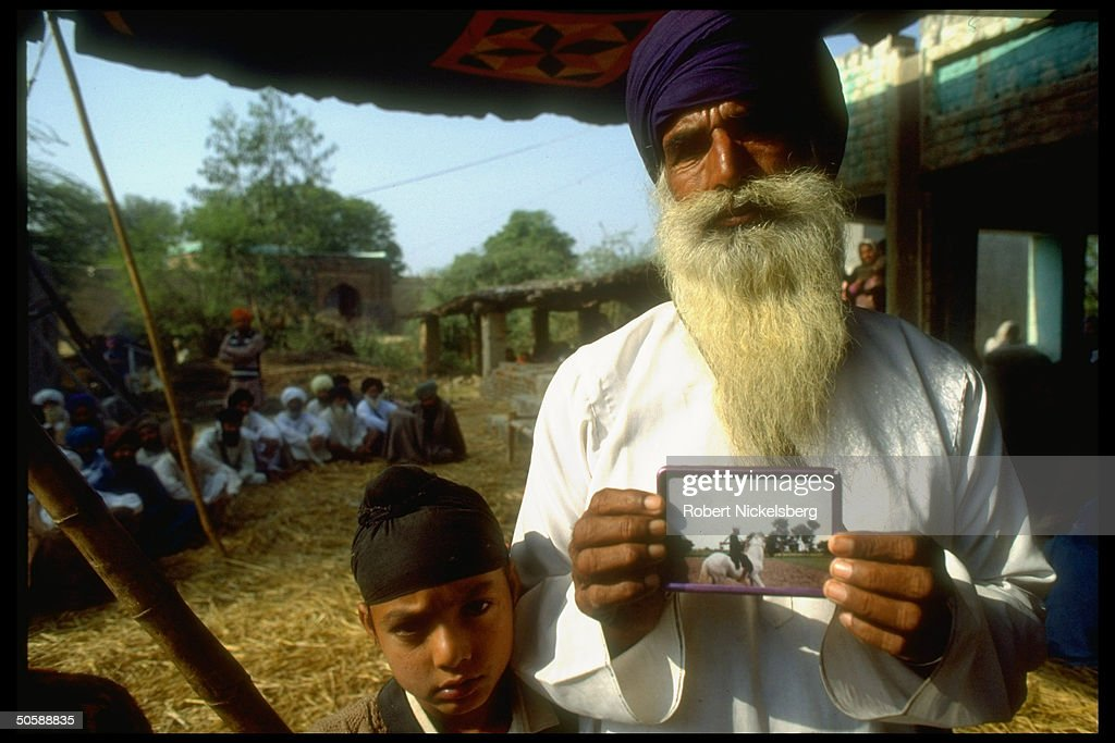 Elderly Sikh w. pic of his dead militant : News Photo