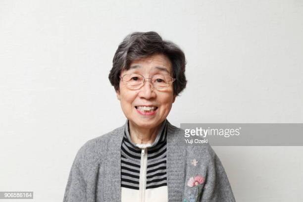 elderly woman smiling - カメラ目線 ストックフォトと画像