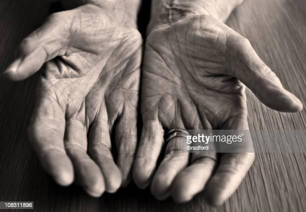 高齢者の手 Womans オープン