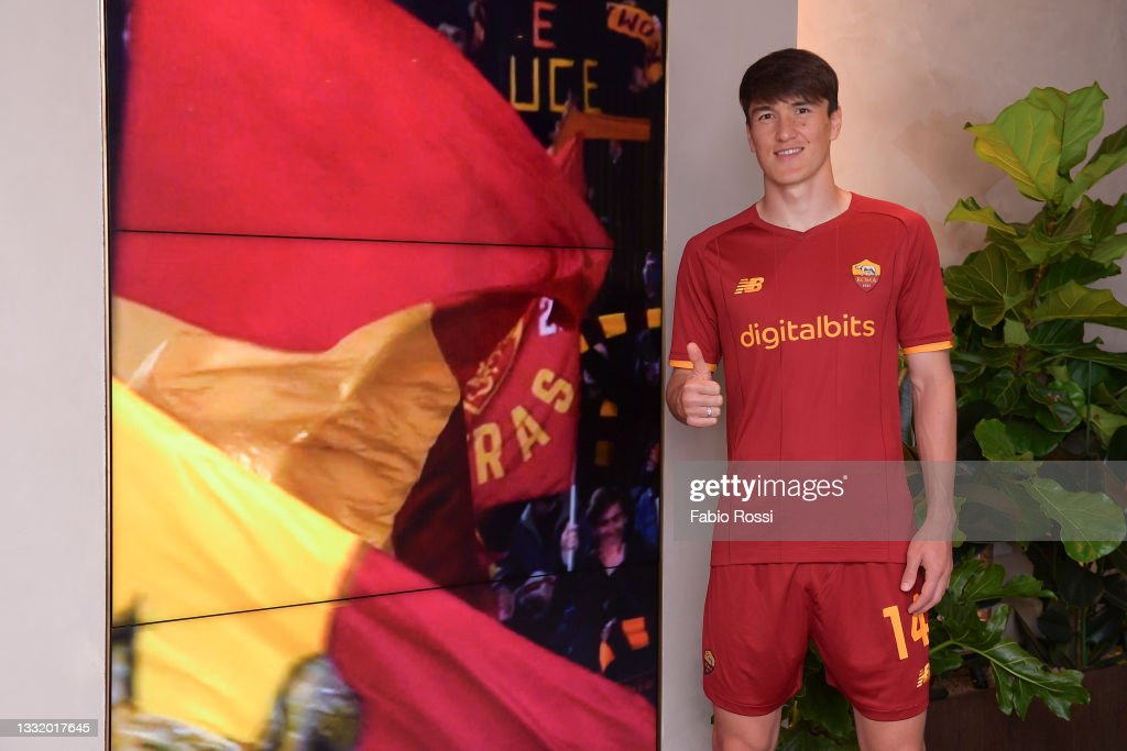 Eldor Shomurodov arrives at the AS Roma training center ahead of his...  News Photo - Getty Images