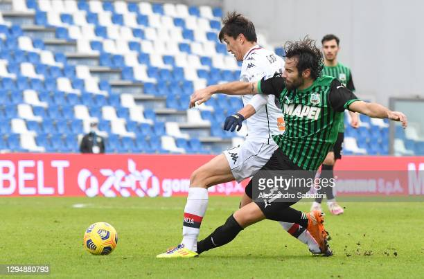 Eldor Shomurodov of Genoa battles for possession with Gian Marco Ferrari of Sassuolo during the Serie A match between US Sassuolo and Genoa CFC at...