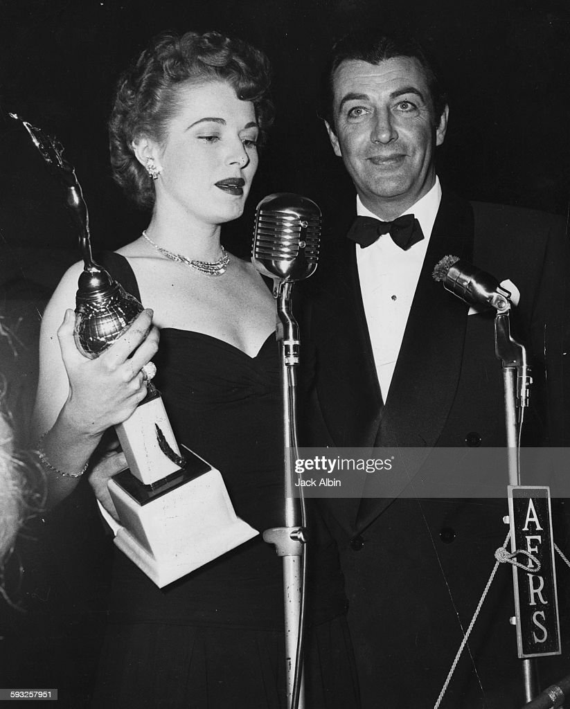 Eleanor Parker And Robert Taylor : News Photo