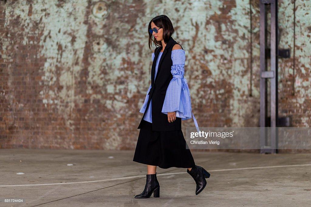 Street Style - Mercedes-Benz Fashion Week Australia 2016 : News Photo