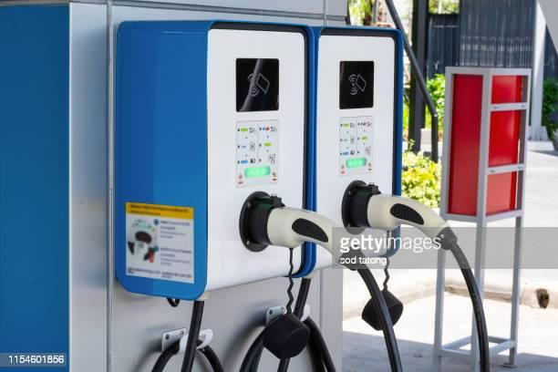 electric car charging station - チャージする ストックフォトと画像