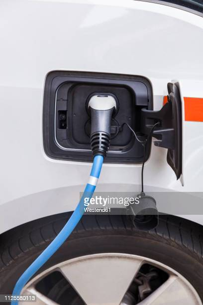 electric car recharging - alternative fuel vehicle stock pictures, royalty-free photos & images