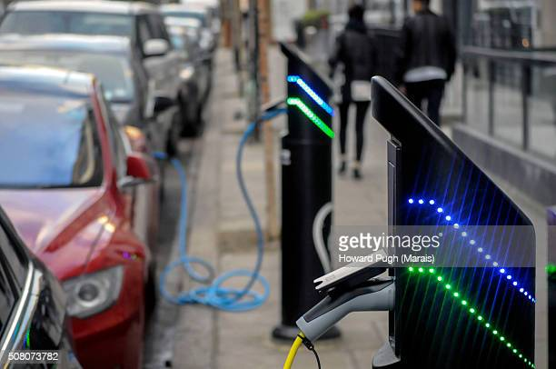 electric cars - howard pugh stock pictures, royalty-free photos & images