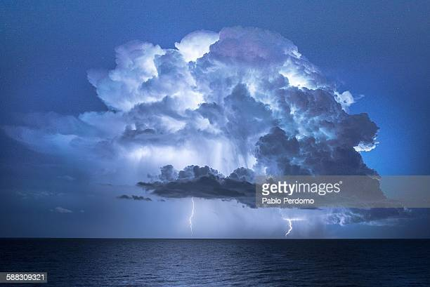 electric cloud - storm cloud stock pictures, royalty-free photos & images