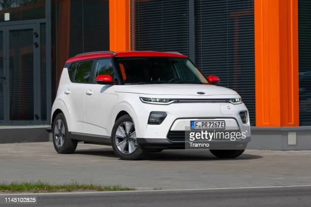 electric crossover kia e-soul on the street - kia stock pictures, royalty-free photos & images