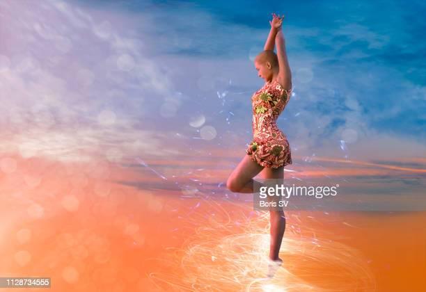 electric dancing - ミニドレス ストックフォトと画像