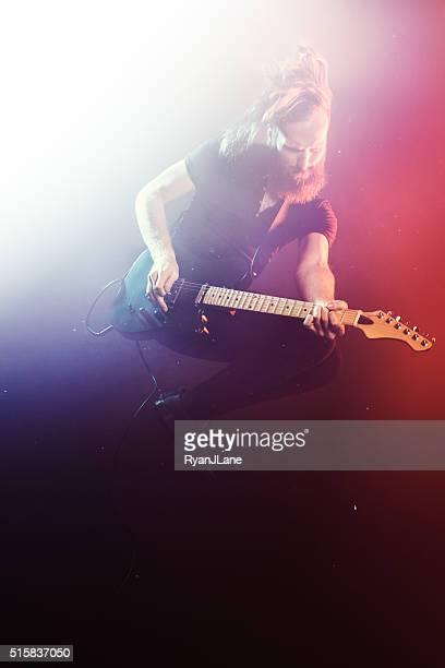 Elektro Gitarristen spielen Konzert