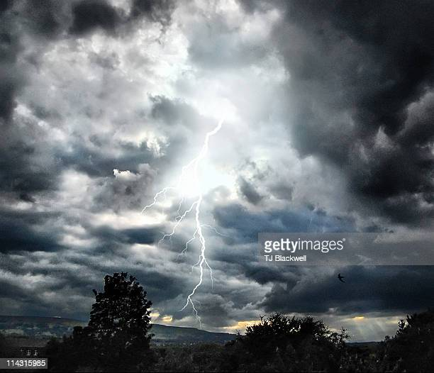 electric skies - オトレイ ストックフォトと画像