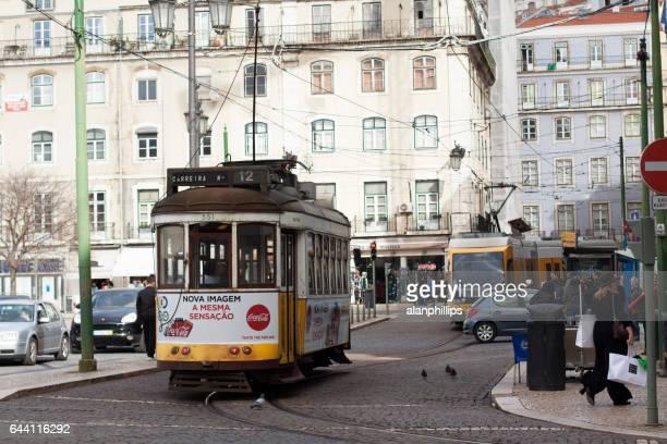 リスボン, ポルトガルの電気路面電車 - フォゲイラ広場 ストックフォトと画像