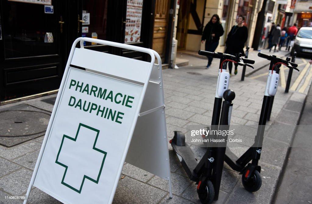 Parisians Turn To Trottinettes To Beat The Traffic : News Photo