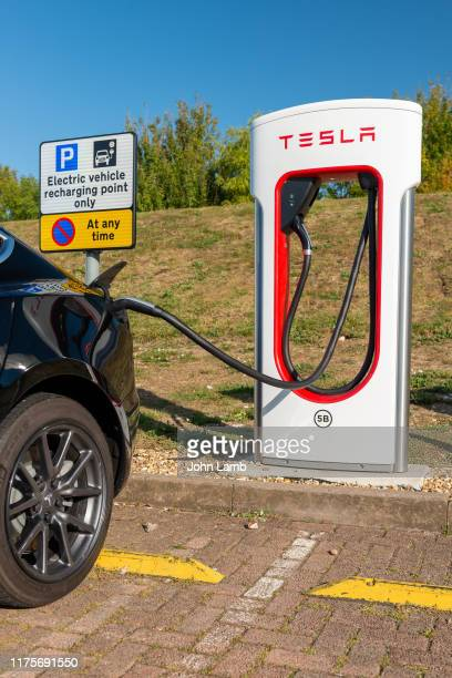 electric vehicle charging - oxfordshire stock pictures, royalty-free photos & images