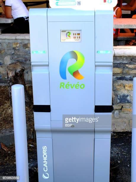Electric vehicle recharging unit