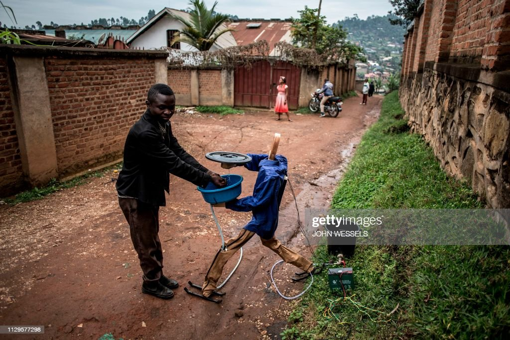 TOPSHOT-DRCONGO-HEALTH-EBOLA-INVENTION : News Photo
