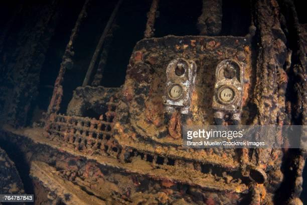 electrical plugs inside the machine shop in the fujikawa maru shipwreck, truk lagoon, micronesia. - lagon chuuk photos et images de collection