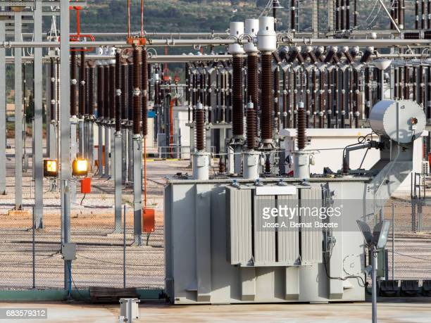 Electrical transformer of high tension in a distribution electric power station of electric power