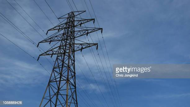 electrical transmission pylon - power line stock pictures, royalty-free photos & images
