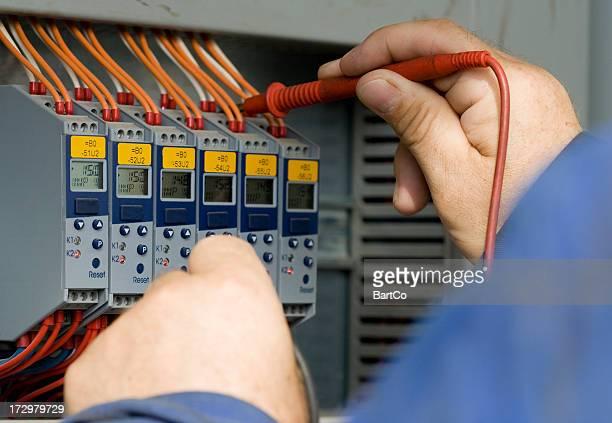電気技師の仕事を計測します。