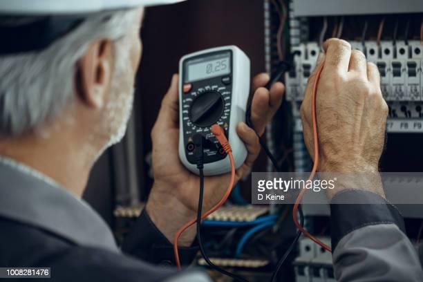 電気技師  - 計量器 ストックフォトと画像