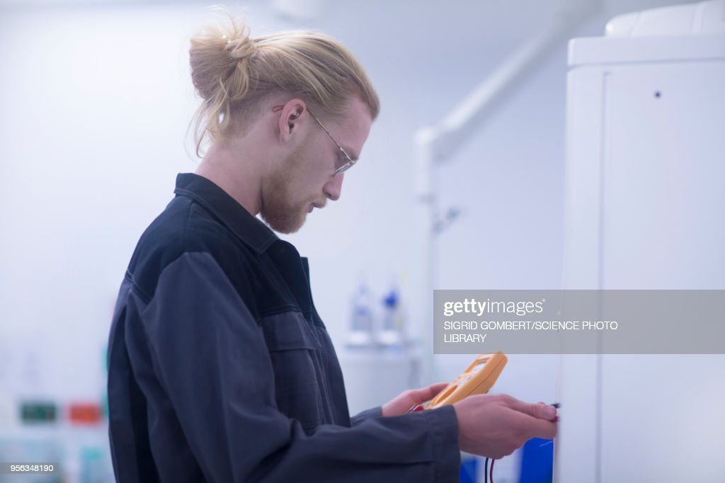 Electrician working in a hospital : Stock-Foto
