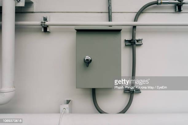 electricity box on wall - electrical box stock pictures, royalty-free photos & images