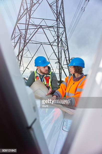 electricity engineers in the field
