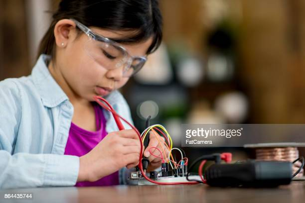 electricity experiment - science and technology stock pictures, royalty-free photos & images