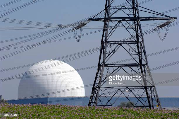 Electricity power lines run to British Energy's Sizewell B nuclear power plant on the coast in Sizewell Suffolk UK on Sunday July 27 2008 Electricite...