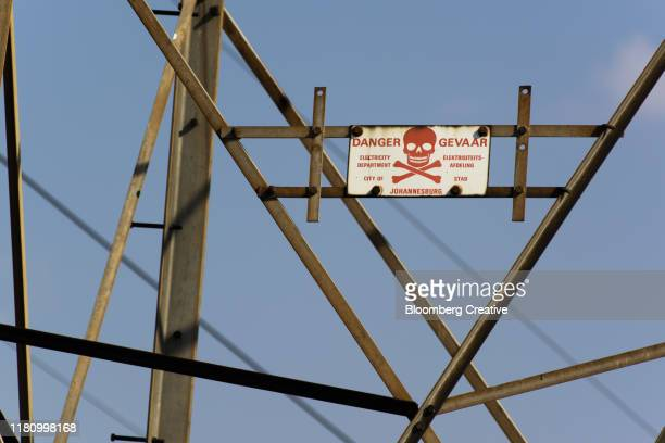 electricity pylon against a blue sky - soweto towers stock pictures, royalty-free photos & images