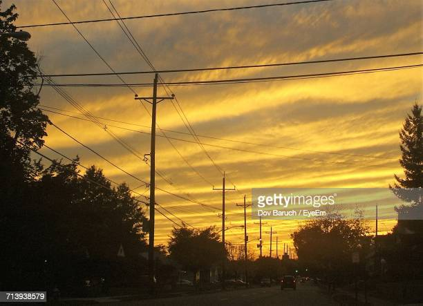 electricity pylon at sunset - barulho stock pictures, royalty-free photos & images