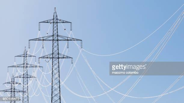 electricity pylon - strom stock-fotos und bilder