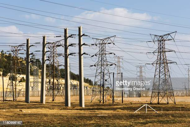 electricity pylons against a blue sky - soweto towers stock pictures, royalty-free photos & images