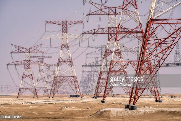 electricity pylons, dubai, united arab emirates - gulf countries stock pictures, royalty-free photos & images