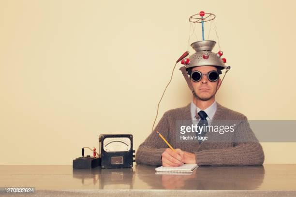 uomo elettroterapica - ispirazione foto e immagini stock
