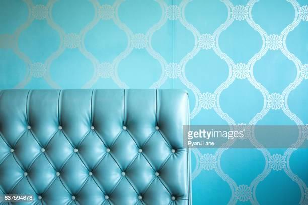 Elegante blauwe getufte leren stoel