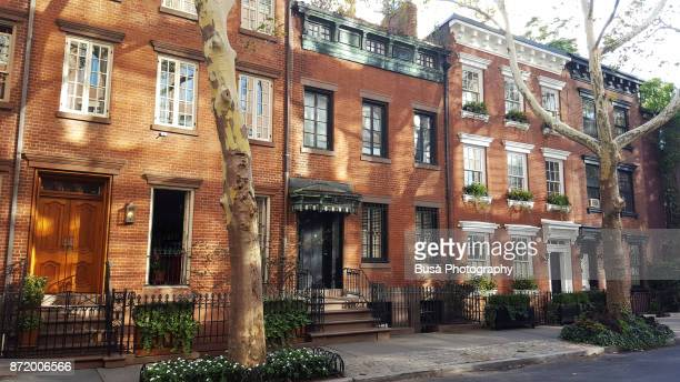 elegant brownstones and townhouses in the west village. manhattan, new york city - piedra caliza fotografías e imágenes de stock