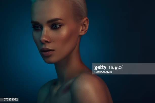 elegant brunette - mulher fatal imagens e fotografias de stock