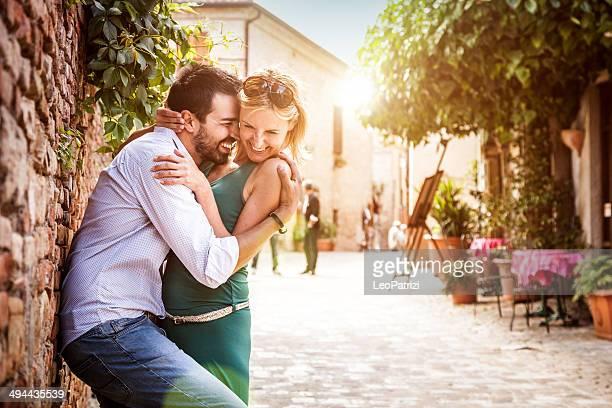 Élégant couple profitant de la relation