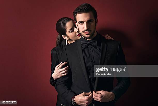 elegante coppia - vestito nero foto e immagini stock