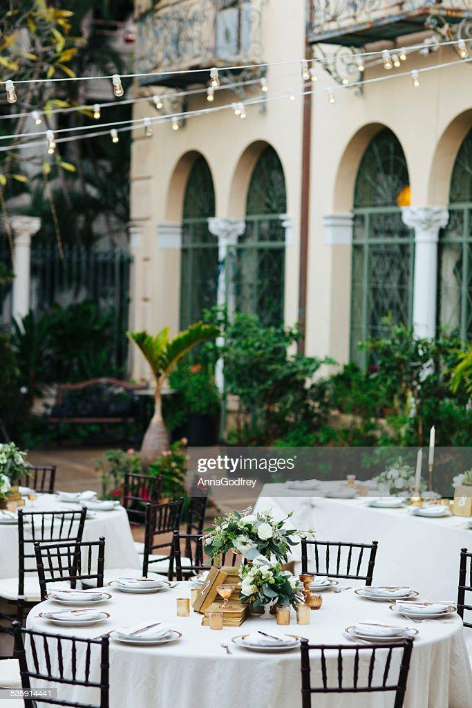 Pátio de jantar elegante : Foto de stock