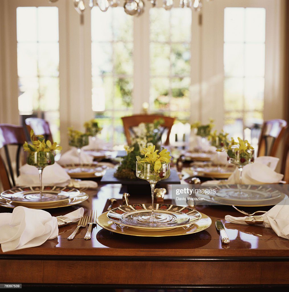 Charmant Elegant Dinner Party Table Setting : Stock Photo